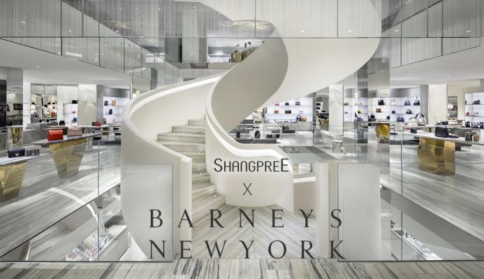 香蒲丽成首个入驻巴尼斯纽约精品店的韩国化妆品