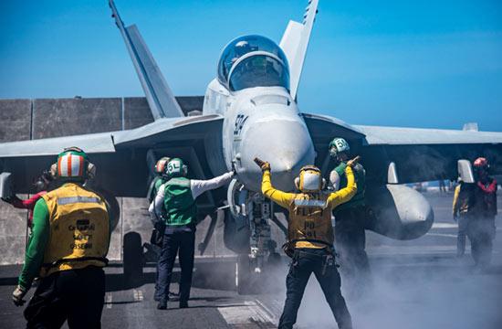 美军航母在南海起降大批战机