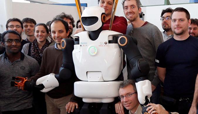 法国研发智能机器人勤杂工 可以帮助人类做家务