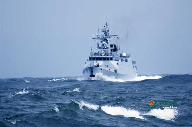 中国一渔船在东海失事 4艘军舰1架直升机搜救