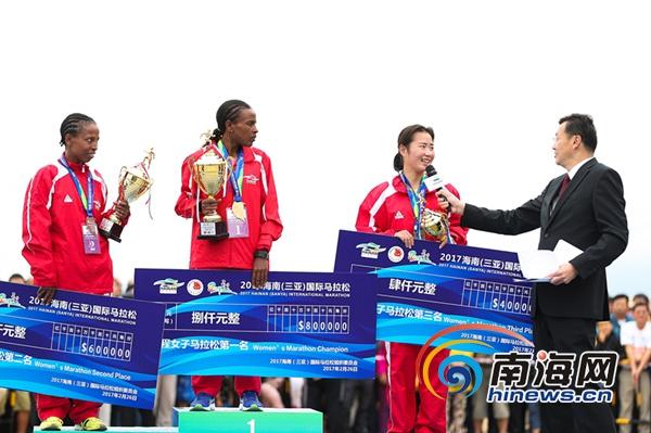 李子成获得2017三亚国际马拉松中国籍运动员第一名,女子全马中国选手苏雪婷获季军