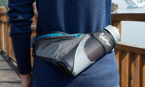 这才是腰包的正确打开方式 运动时也好取东西