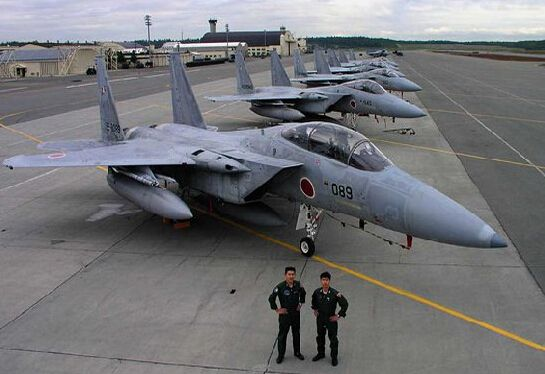 日将派4架F15应对中国战机 弄不好就擦枪走火?
