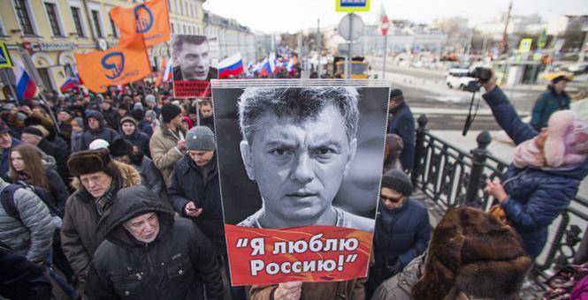 俄罗斯民众集会游行 悼念前副总理涅姆佐夫遭枪杀2周年