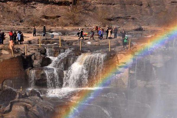 山西临汾黄河壶口瀑布彩虹高挂气势磅礴