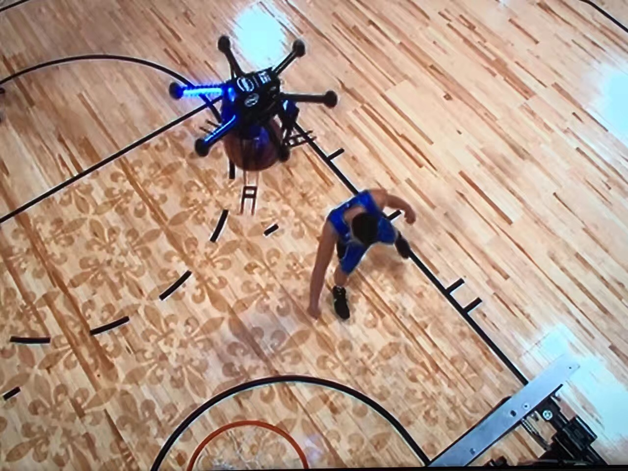 NBA玩的那些高科技 除了无人机助阵扣篮还有啥?