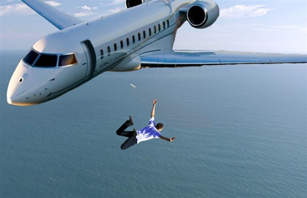 没降落伞万米高空跳飞机坠入海中 人体变成这样