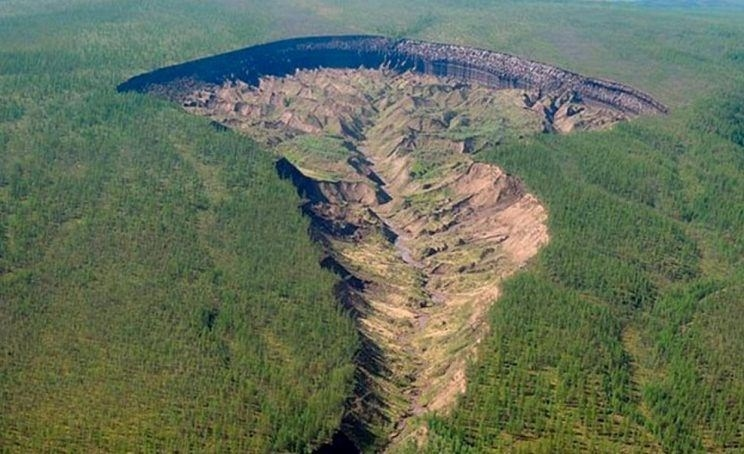 西伯利亚千米巨坑持续扩大 居民:地狱之门