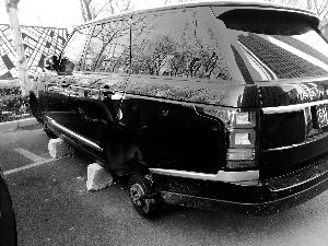 路虎车四轮被盗 不在车险理赔范围车主损失十万