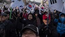 """韩国""""倒朴""""""""挺朴""""举行集会"""