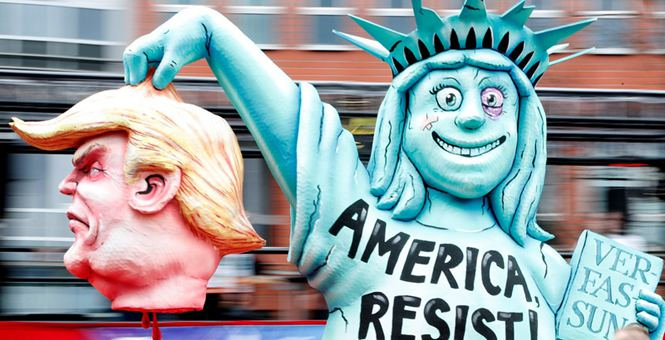 """德国迎""""玫瑰星期一""""狂欢节 特朗普等政要遭讽刺恶搞"""