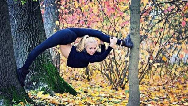 奇女子挑战人体柔韧极限