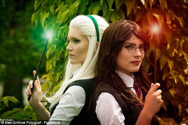 扰角色扮演女孩_女超人和超能女孩在一起了!丹麦两女角色扮演者举行浪漫婚礼