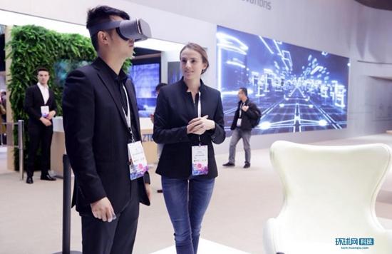 国产首部谷歌Daydream手机中兴天机7亮相MWC