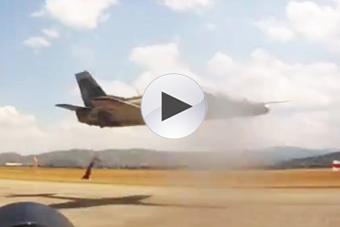 外军驾驶中国战机玩极限低飞