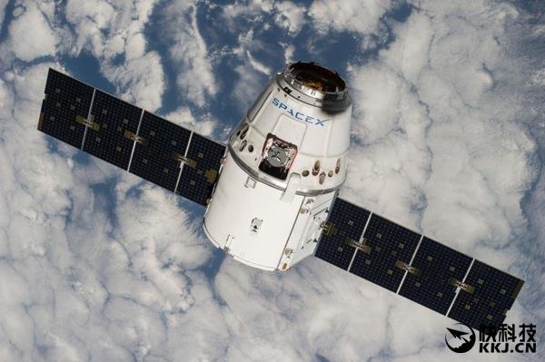 里程碑!SpaceX首次宣布载人绕月飞行:创人类历史