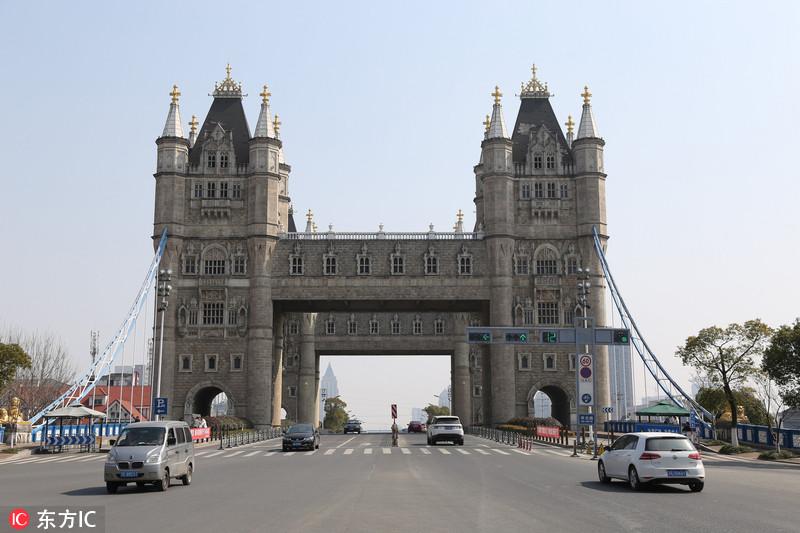 """航拍苏州山寨版""""伦敦塔桥"""" 塔楼廊桥可供攀登观景"""
