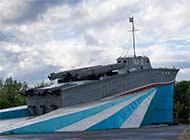 俄罗斯用真鱼雷艇做雕塑效果很棒