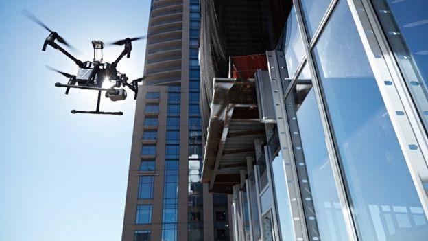 大疆无人机率先采用ADS-B飞机避让系统