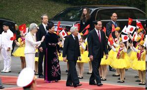 日本天皇夫妇以国宾身份出席越南政府欢迎仪式