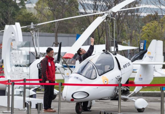 南京电商户外展示网购飞机 售价超百万元