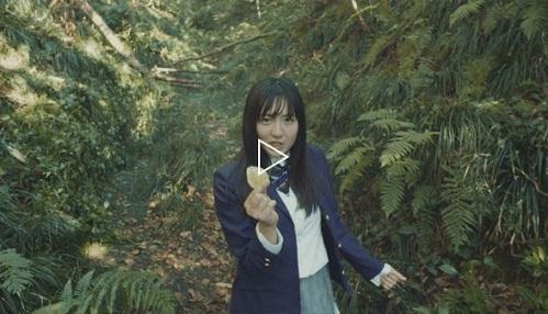 """湖池屋广告中唱歌的女生是歌手?""""铁肺唱功""""""""吵人聒噪"""" 多重评价人气上升"""