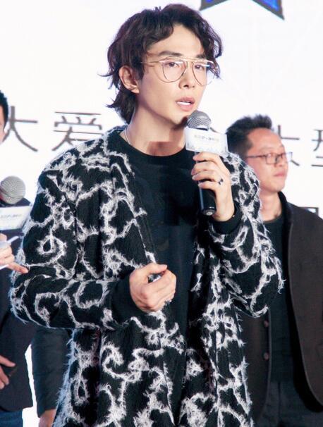 """李承铉当选""""星防护大使"""" 认捐600万只口罩"""