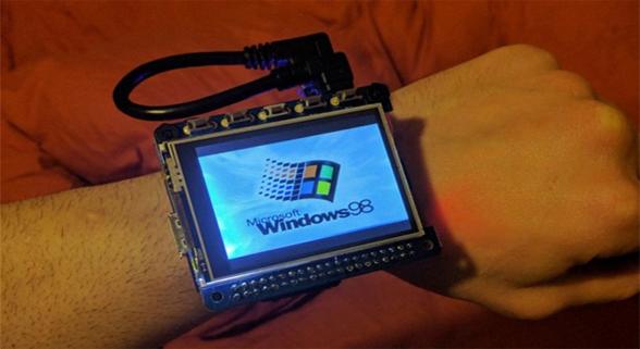 泪奔!这款智能表能运行Windows 98还能玩扫雷
