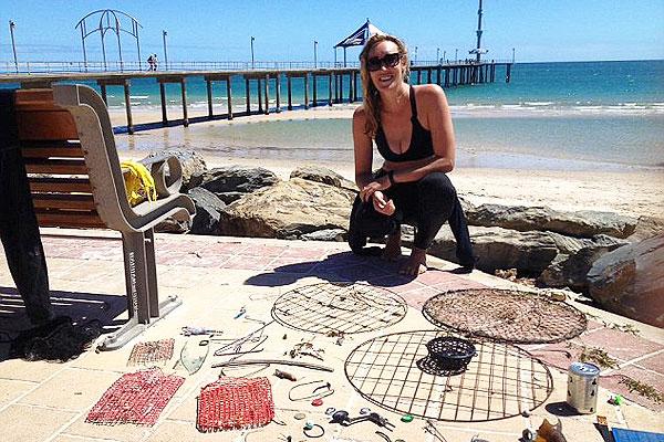 澳女子潜水清理海洋垃圾 数量之多令人震惊