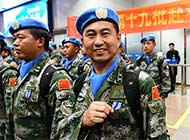中国赴利维和官兵载誉归国