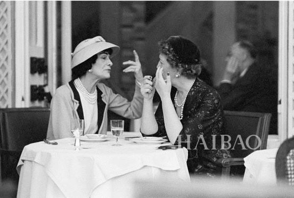 坐在Chanel咖啡厅里会是什么样的体验?其实这些时尚大牌都有开设咖啡厅...