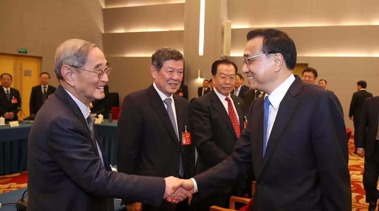 李克强看望经济、农业界全国政协委员并参加联组讨论