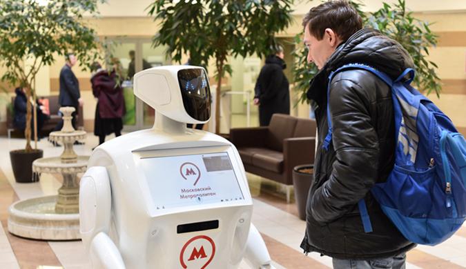 莫斯科地铁启用机器人助手 呆萌逗趣能讲笑话