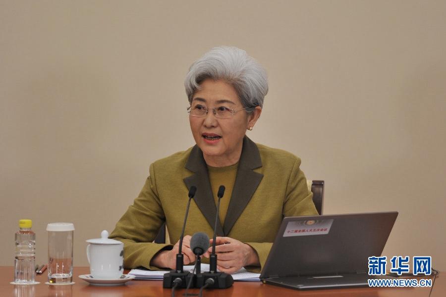 美记者质疑中国军力增长 傅莹回应有理有据!