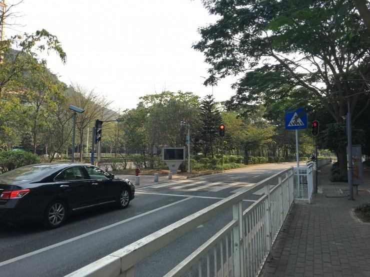 李彦宏提案说的智能交通灯 深圳人民已经用上了!