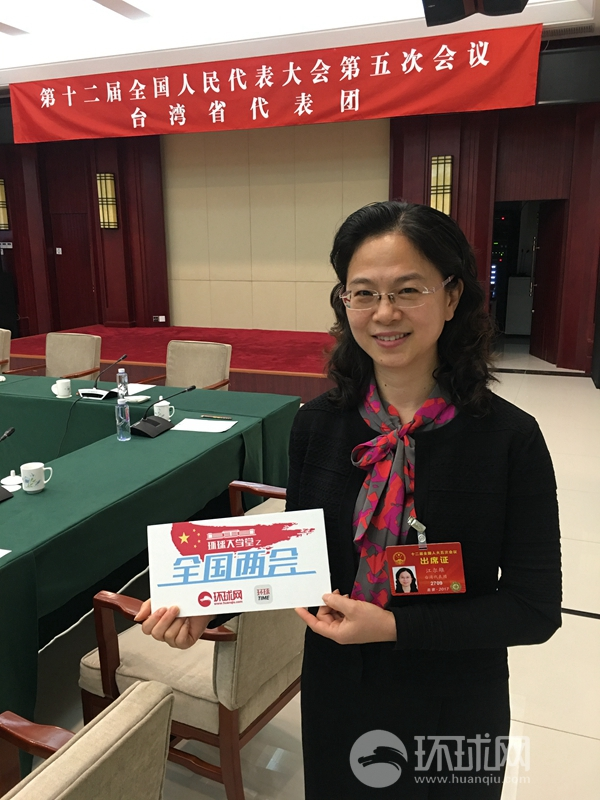 """台湾代表团人大代表解读政府工作报告:大陆对台""""软的更软、硬的更硬"""""""