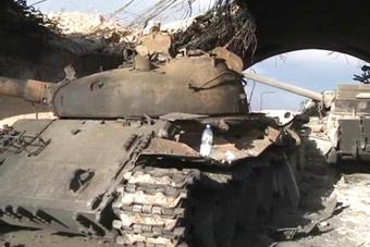 坦克藏水泥洞库里还是被一锅端