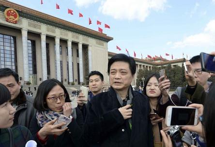 崔永元呼吁抵制劣质电影 不懂艺术为当挣钱行当