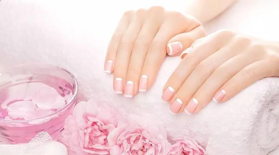 指甲上的月牙越多越健康?关于指甲的 3 个真相