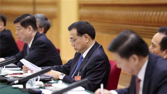 法媒看两会:中国从未停止带给民众和世界希望!