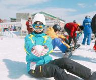 蒋依依晒滑雪照 阳光下美颜抢镜
