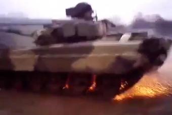 战斗民族玩坦克漂移擦出火花