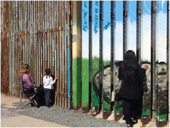 """走进美墨边界""""伤心之城"""" 1.1万移民因""""墙""""而死"""