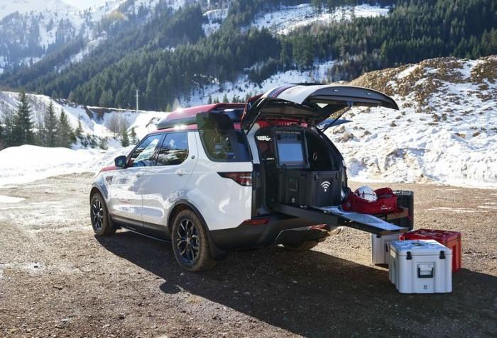 路虎改装Dicovery汽车 可为红十字会发射无人机