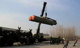 中国吊装S300导弹展开演练