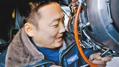 新型特种机上高原发动机启动难 空中机械师解决