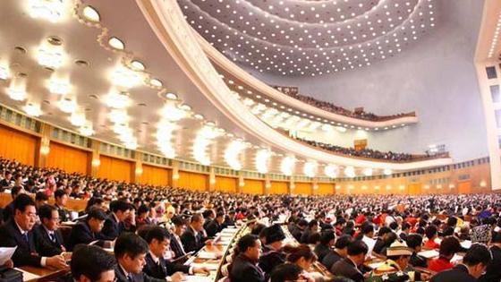华人华侨热议两会:中国的发展让我们更有底气