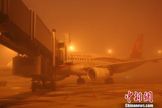 成都机场现已全面恢复起降 166个航班延误