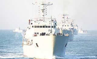 浩荡登陆舰群海上实弹射击训练
