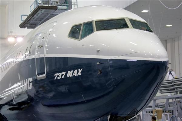 波音首架737 MAX 9正式亮相